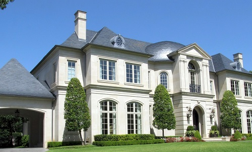 a big white mansion in the united states of america